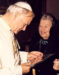 Catherine Doherty meets with Pope John Paul II, 1981.