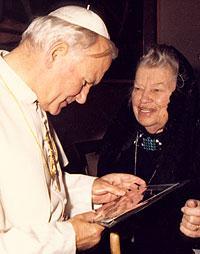 Catherine Doherty meets with Pope John Paul II, 1981.