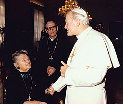 Catherine Doherty and Fr. Émile Brière with Pope John Paul II, 1981.